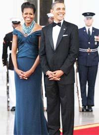 صورة أوباما يدوس على فستان ميشيل