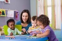 صورة كيف تجعلين طفلك يركز في المدرسة؟