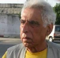 """صورة جائزة نجيب محفوظ"""" يقدمها اتحاد كتّاب مصر إلى الشاعر العراقي الكبير سعدي يوسف"""