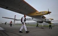 صورة طائرة سولار امبالس تقلع من مدريد في اول رحلة لها عابرة للقارات
