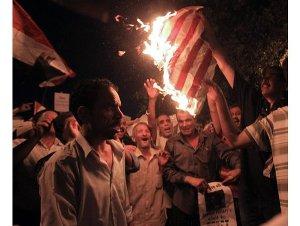 صورة كلينتون تزور االقاهرة وسط عاصفة من الاحتجاجات