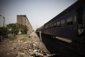 صورة سقوط ضحايا في حادث قطار جنوب القاهرة