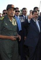 صورة مرسي يحيل طنطاوي وعنان للتقاعد