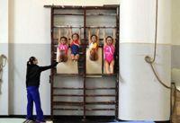 صورة صحيفة بريطانية: معسكرات التعذيب الصينية لأطفال الاولمبياد