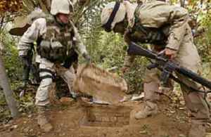 """صورة الرجل الذي أخفى صدام: حفرت له """"حفرة العنكبوت"""" وكان يقرأ بغزارة!"""