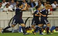 صورة اليابان يفوز على مضيفه العراقي ويقترب من نهائيات المونديال