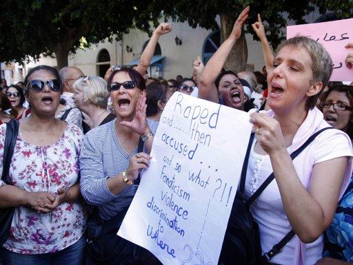 صورة الرئيس التونسي يقدم اعتذارالدولة لفتاة اغتصبها شرطيان