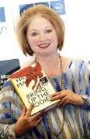 صورة الكاتبة البريطانية هيلاري مانتل تفوز بجائزة البوكر لعام 2012