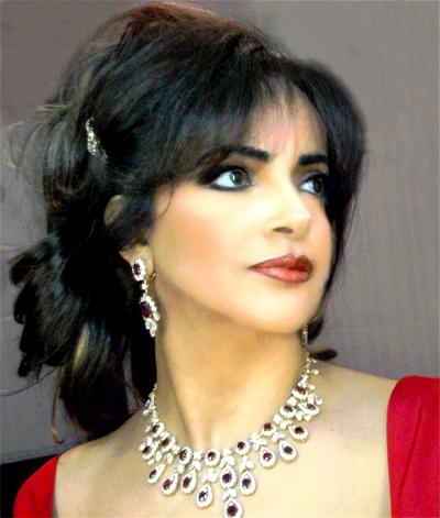 صورة الشاعرة فواغي القاسمي في معرض بيروت الدولي للكتاب