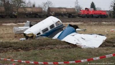 صورة عراقي ينقذ طيارا ومساعده من موت محقق اثر سقوط طائرتهما غرب المانيا