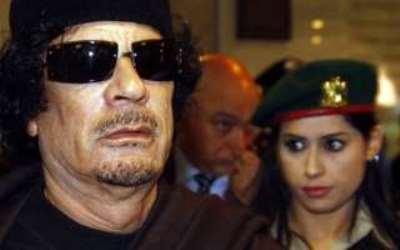 صورة القذافي وسر النساء الحارسات!