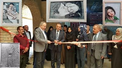 صورة الرسامة سكينة حسين المسعود ..البصراوية التي أفرحت زائري معرضها