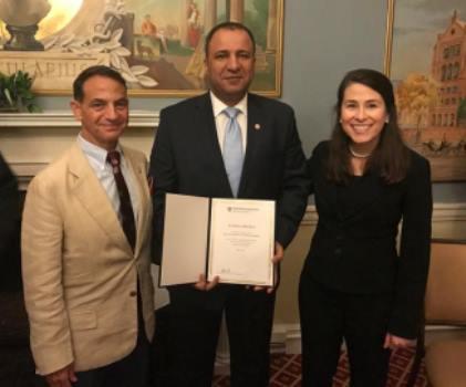 صورة عراقي مغترب ينال شهادة تخصصية في مجال القيادة والإدارة العليا من جامعة هارفارد الامريكية