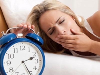 صورة دراسة : قلة النوم تعرض البالغين  للسمنة وامراض أخرى !