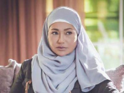 Photo of ليلى علوي ترتدي الحجاب !