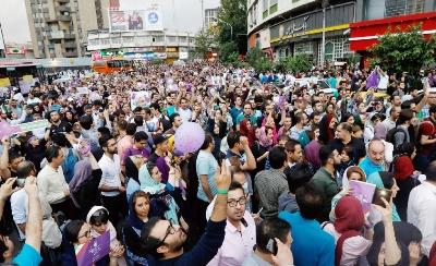 """صورة ثلاث روايات لما يجري في ايران… والنظام """"العميق"""" ينتظر لحظة الانقضاض"""