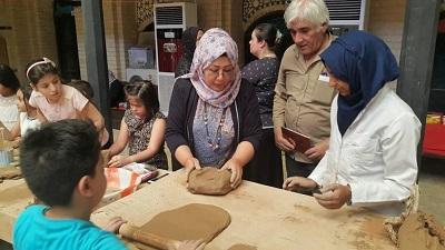 صورة أطفال البصرة يتعلمون فن الفخار بقصر الثقافة