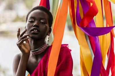 صورة أستراليا :من لاجئة جنوب سودانية إلى عارضة أزياء عالمية