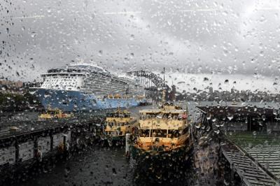 صورة طقس سئ في أستراليا حرائق في كويزلاند وأمطار غزيرة في سدني