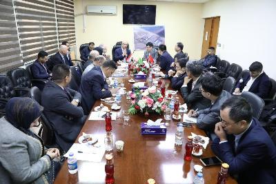 صورة شركة شنغهاي للكهرباء الصينية تبحث أنشاء محطة لتحلية المياه وإنتاج الطاقة الكهربائية في البصرة