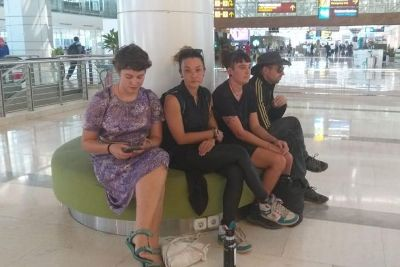 صورة اندونيسيا تبعد أربعة استراليين من اراضيها