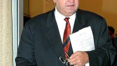صورة وفاة  مايك مور رئيس وزراء نيوزلندا الأسبق