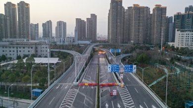 صورة مدينة ووهان الصينية ترفع قيود السفر بعد اشهر من اغلاقها اثر تفشي فيروس كورونا فيها