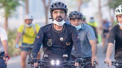 صورة محمد بن راشد يتجول بدراجة هوائية في دبي