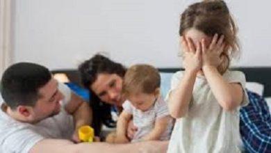 صورة بالحب والحنان والطاقة الايجابيةتستطيع التغلب على الغيرة عند الاطفال