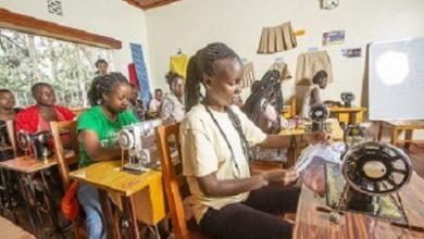 """صورة الشارقة تكرم منظمة """"ريفيوشي"""" الإنسانية الكينية لمساهماتها الرائدة في دعم اللاجئين من الأطفال والفتيات"""